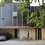 บ้านโมเดิร์นรูปทรงกล่อง ตกแต่งด้วยไม้และสวนสวย สะท้อนรสนิยมสมัยใหม่
