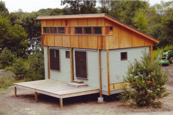 Prefab-Tiny-Cottage-in-a-Day-002-600x398