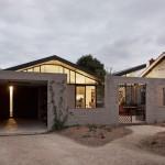 บ้านร่วมสมัย ตกแต่งให้แปลกตา มาพร้อมพื้นที่สีเขียวในบ้าน และตกแต่งวัสดุสมัยใหม่