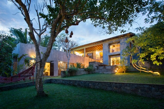 This-Sri-Lankan-Beach-Villa-is-Serene-Relaxed-and-Intimate-1