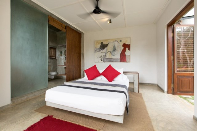 This-Sri-Lankan-Beach-Villa-is-Serene-Relaxed-and-Intimate-2