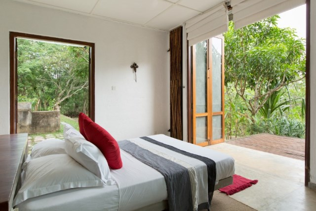 This-Sri-Lankan-Beach-Villa-is-Serene-Relaxed-and-Intimate-26