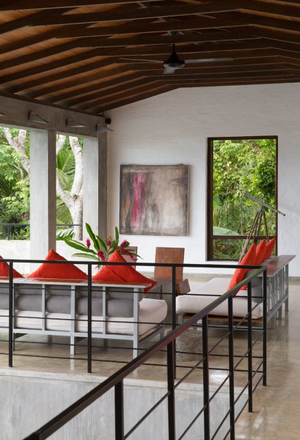 This-Sri-Lankan-Beach-Villa-is-Serene-Relaxed-and-Intimate-9