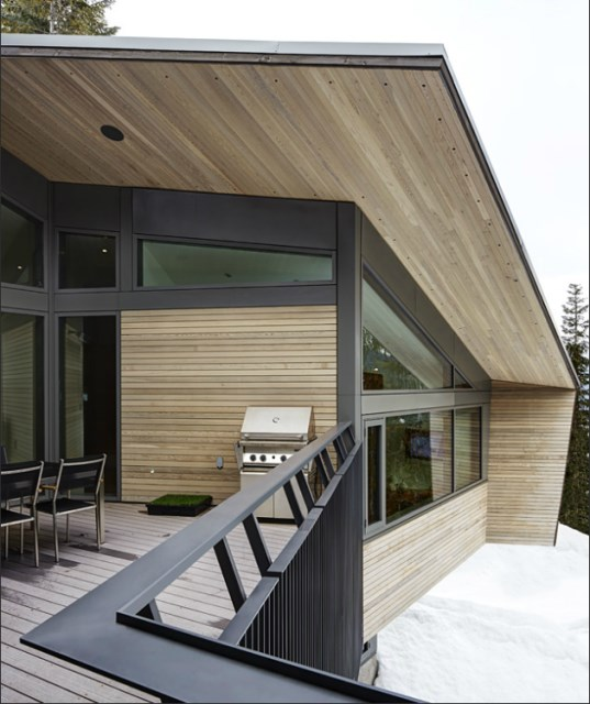 Whistler-House-Designed-with-a-Modern-and-Enigmatic-Facade-3