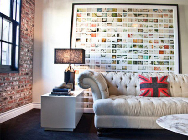display-family-photos-frame-on-living-room