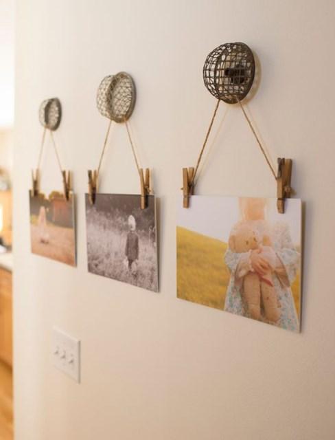 display-family-photos-on-hang-walls