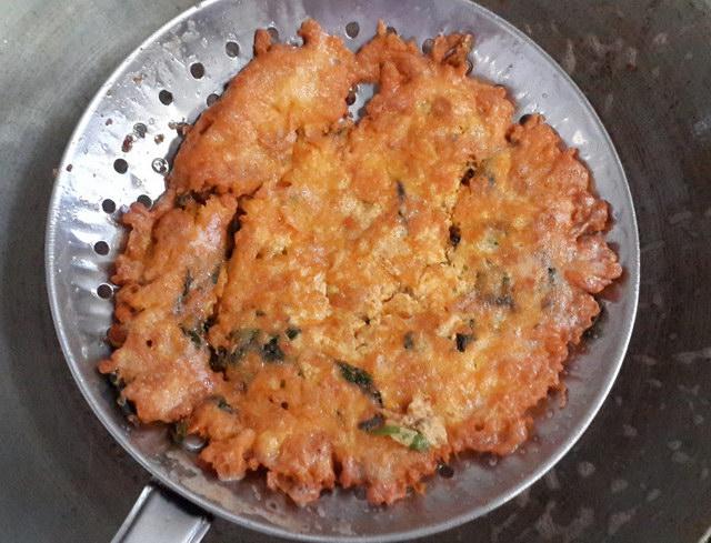 fried basil omelette recipe (5)