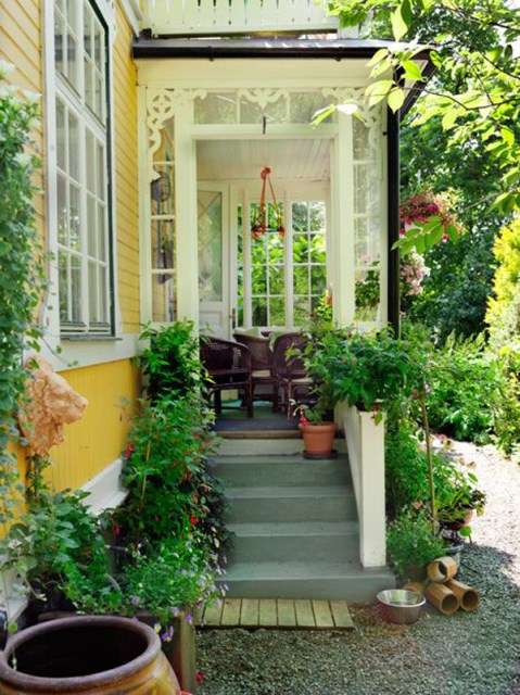 garden-front-porch-with-yellow-accent