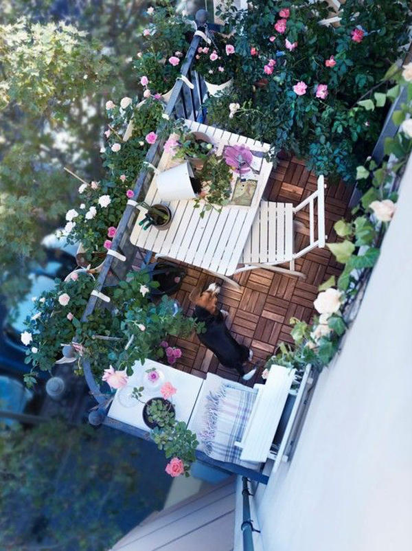 japanese-balcony-office-with-floral-decor