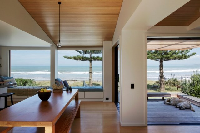 offSET-Shed-House-is-a-beach-house-with-a-large-opening-to-the-sea-11