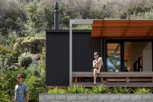 offSET-Shed-House-is-a-beach-house-with-a-large-opening-to-the-sea-5