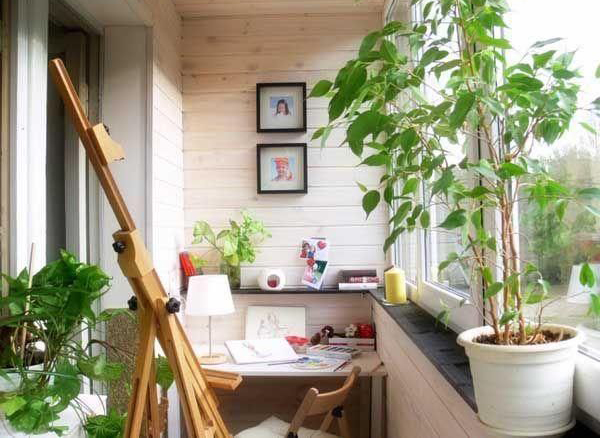 small-balcony-home-office-with-gardens