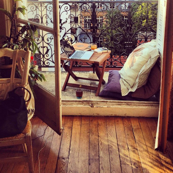 wood-balcony-workspace-in-paris