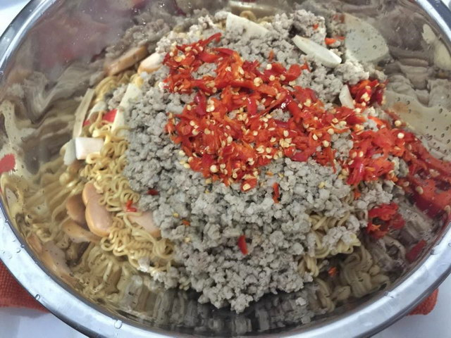 1 big cup of mama noodle salad (10)