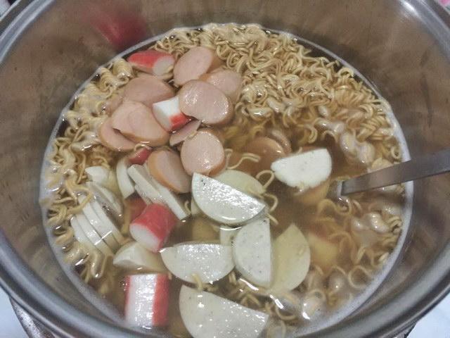1 big cup of mama noodle salad (8)