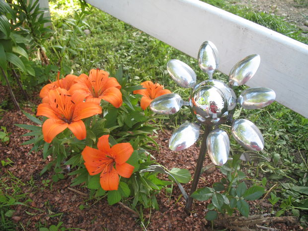 15-diy-ideas-to-make-inexpensive-garden-flowers (3)