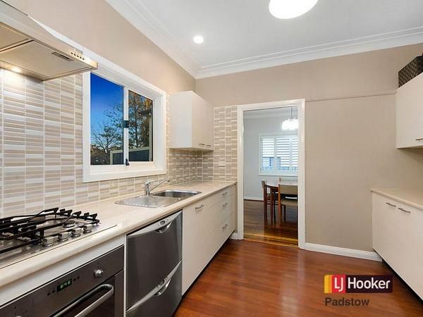 3 bedroom hip roof terrace house (3)