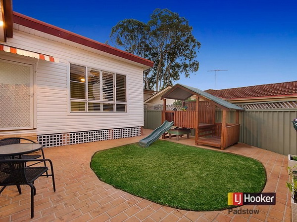 3 bedroom hip roof terrace house (6)