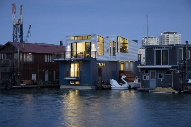 3_san_francisco_floating_home_exterior_windows_0