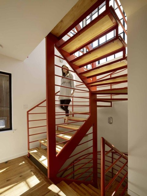 7_san_francisco_floating_home_spiral_staircase_0
