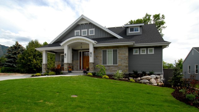 Bungalow style home decorated wood and sandstone (1)