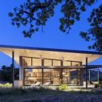 บ้านขนาดใหญ่ สไตล์โมเดิร์นร่วมสมัย ตกแต่งด้วยไม้ อารมณ์แบบบ้านตากอากาศ