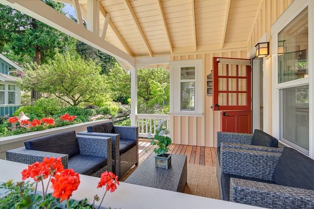 Cottage House sweet tone With veranda (14)