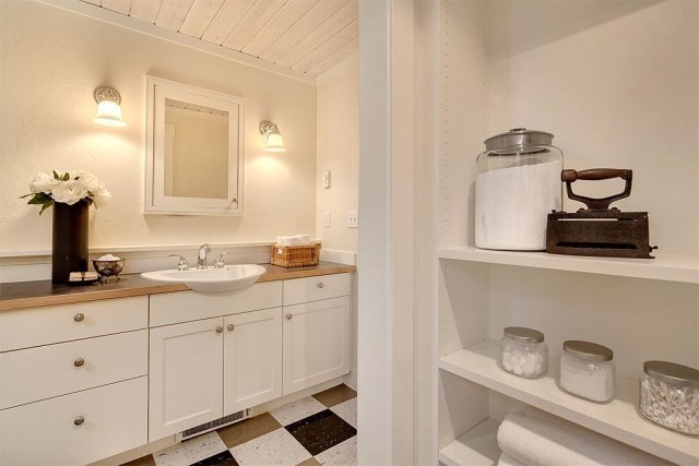Cottage House sweet tone With veranda (8)