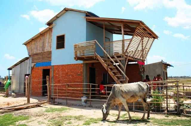 Eco House bamboo brick and wood (1)