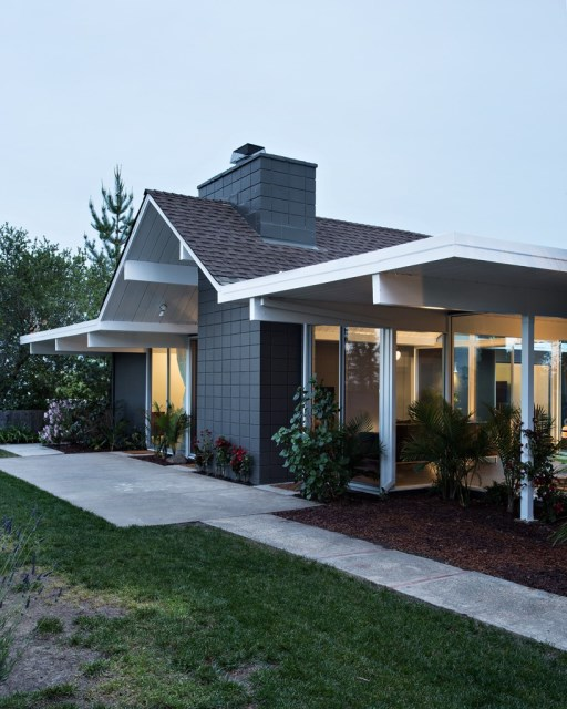 Eichler-house-modernized-by-Klopf-Architecture-www.homeworlddesign.-com-25-819x1024