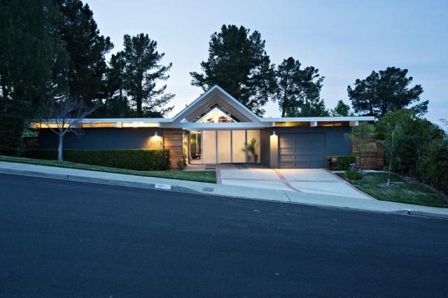 Eichler-house-modernized-by-Klopf-Architecture-www.homeworlddesign.-com-26-1024x682