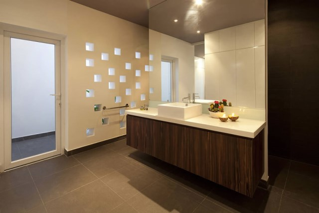 Go-Vap-House-by-MM-Architects-www.homeworlddesign.-com-10