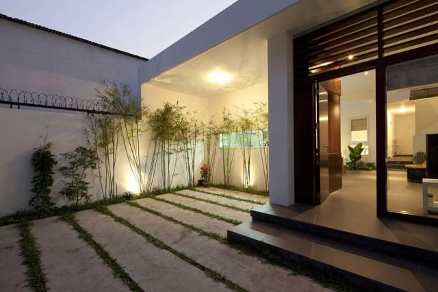 Go-Vap-House-by-MM-Architects-www.homeworlddesign.-com-2