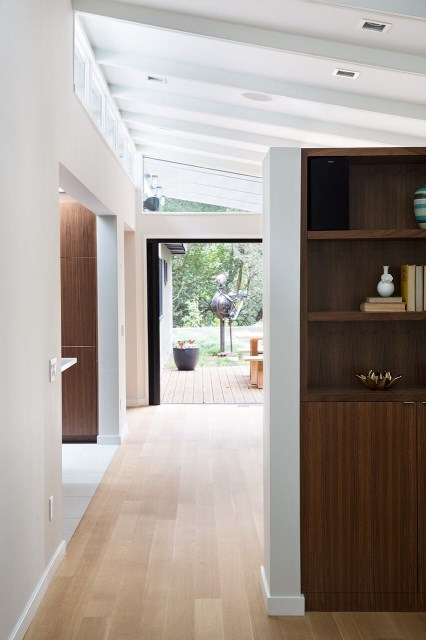 Modern Medium Home airy structure (11)