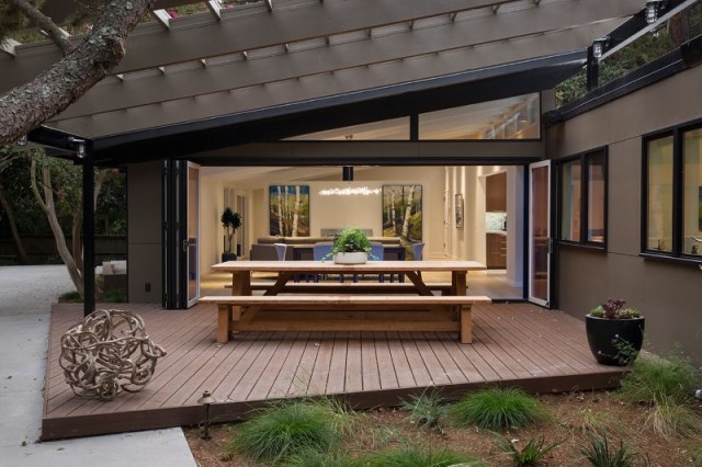 Modern Medium Home airy structure (12)