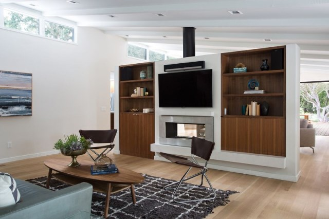 Modern Medium Home airy structure (14)