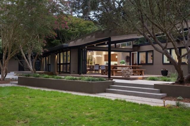 Modern Medium Home airy structure (15)