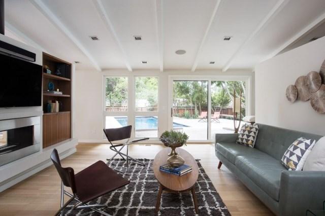 Modern Medium Home airy structure (6)