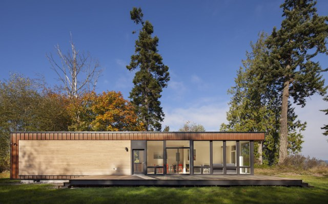 Modern vacation home Decorated with wood and glass (3)