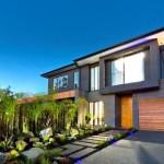 บ้านสองชั้นพร้อมสวนสวย ตกแต่งให้กลิ่นอายแบบโมเดิร์น สะท้อนรสนิยมแบบมีระดับ