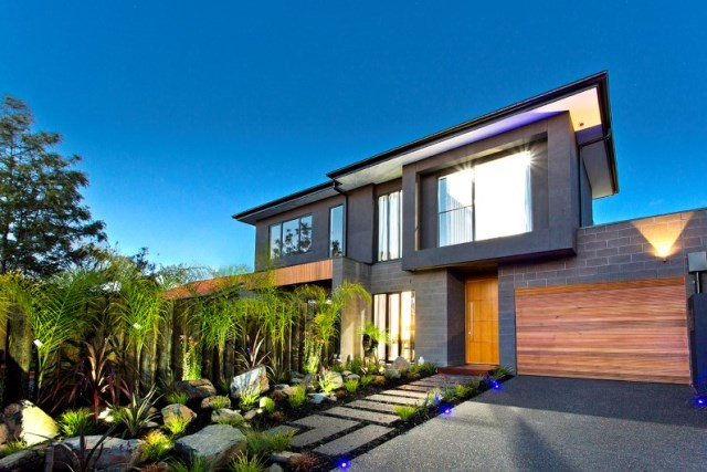 Splendid-stylistic-conception-and-impeccable-finishes-by-Knight-Building-Group-www.homeworlddesign.com-2