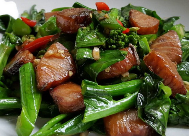 Stir-fried kaled with sun-dried salted fish recipe (1)