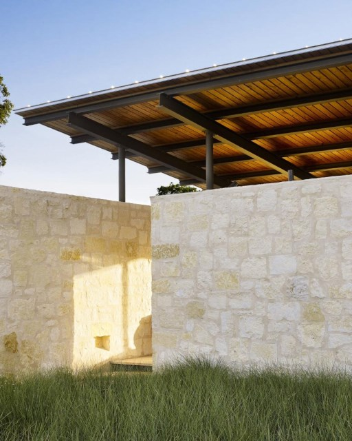 Story-Pole-House-by-Lake-Flato-Architects-Center-Point-Texas