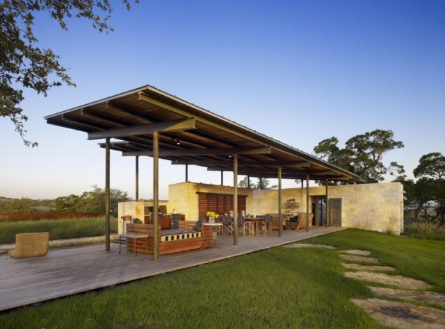Story-Pole-House-designed-by-Lake-Flato-Architects-Center-Point