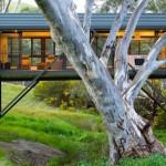 """บ้านตากอากาศสุดแปลกตา """"บ้านสะพาน"""" สไตล์โมเดิร์น วัสดุสมัยใหม่ท่ามกลางธรรมชาติ"""