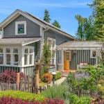 บ้านไม้อารมณ์คอทเทจ ตกแต่งภายในอบอุ่นท่ามกลางสวนร่มรื่น รองรับครอบครัวขนาดเล็ก