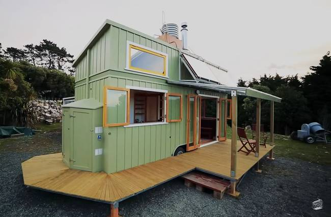 cottage small House with terrace green Pastel (1)
