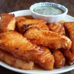 """เมนูไทยๆ สไตล์เมืองนอก""""แซลมอนทอดราดน้ำปลา"""" ทานคู่กับน้ำจิ้มซีฟู๊ด อร่อยเหาะ!"""