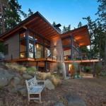 บ้านตากอากาศยกพื้นสูง ออกแบบโปร่ง โล่ง ด้วยโครงเหล็ก ไม้ และกระจก