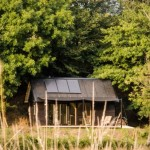 บ้านกระท่อมกลางป่า ตกแต่งด้วยไม้ ภายในอบอุ่น ในงบ 3 แสนบาท